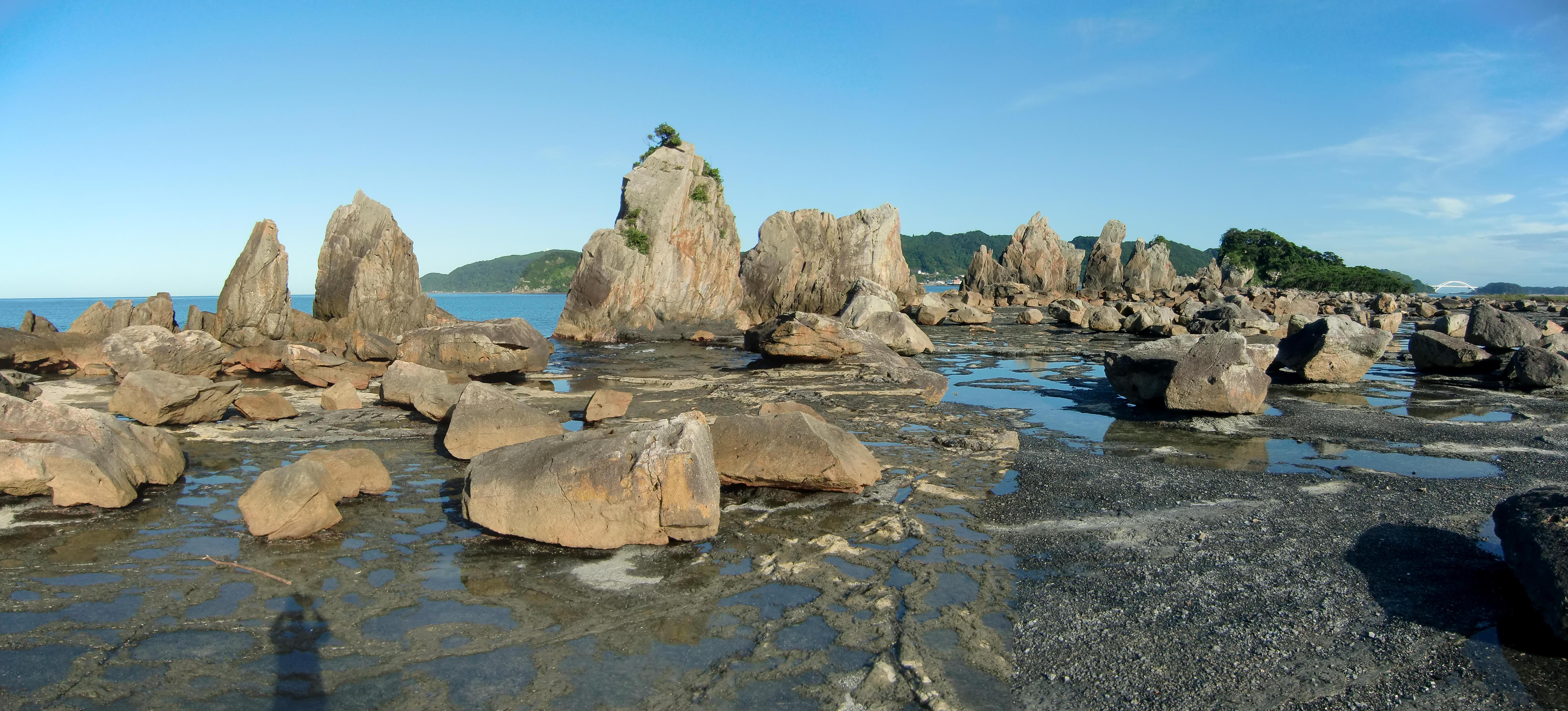 和歌山県串本町の橋杭岩