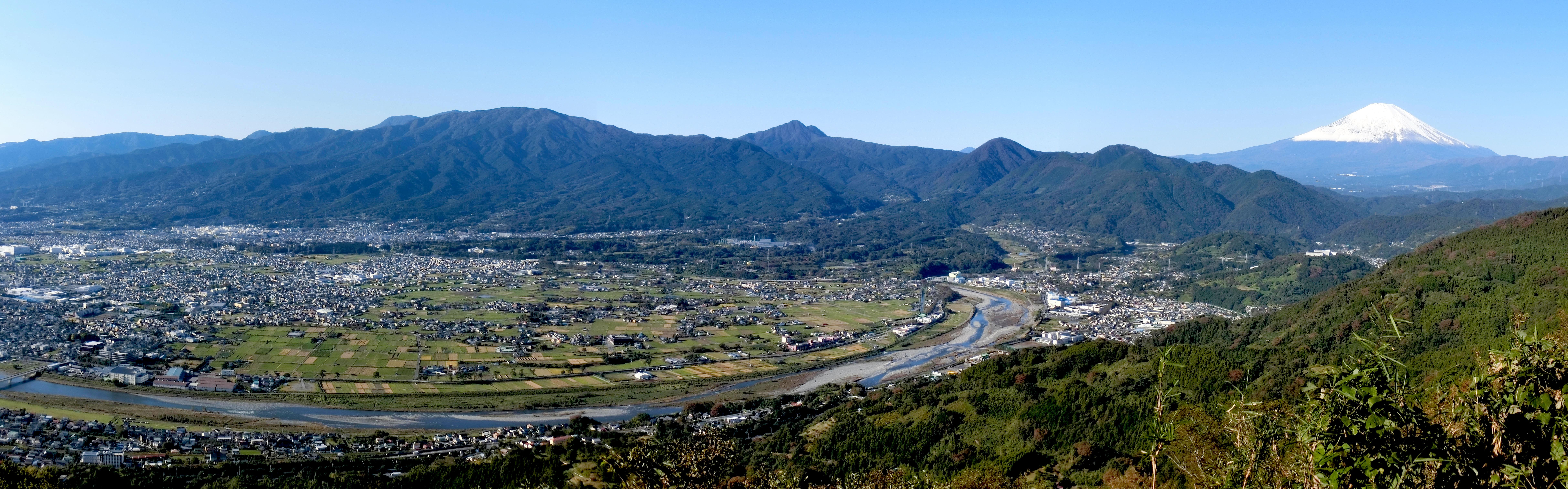 松田山から酒匂川,箱根連山(金時山,矢倉岳)富士山を望む